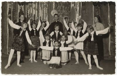 Suktinio šokėjos šventėje, Marijampolėje 1935