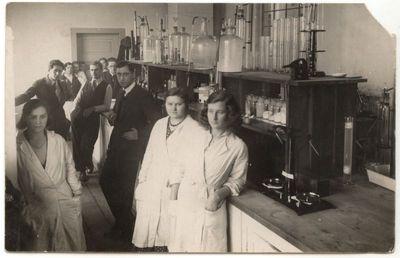 Marijampolės cukraus fabriko laboratorijoje 1931 m.