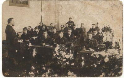 Marijampolės mokytojų seminarijos II kurso studentai pamokos metu 1924 m.