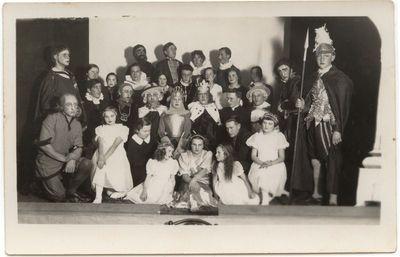"""Po spektaklio """" Orleano mergelė""""  Marijampolėje, Marijonų gimnazijoje 1936 m."""