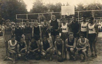 Lietuvos ir Alytaus gimnazijos krepšinio rinktinės po rungtynių