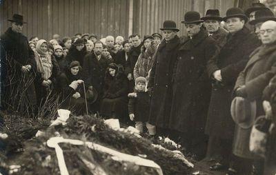 Mamerto Žilinsko laidotuvės, prie kapo