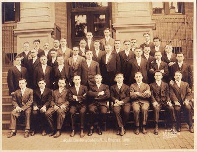Mikas Petrauskas su Bostono Gabijos draugijos choro vyrų grupe 1916 m.