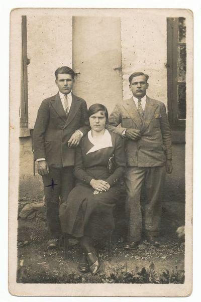 Stepas Jančys su žmona ir broliu