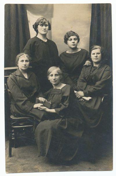Adelė Laukaitytė su draugėmis