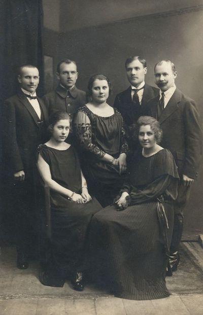 Alytaus miesto burmistras E. Neverauskas su tarnautojais ir jų žmonomis