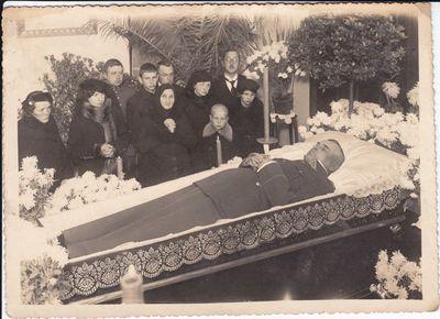 9 - Vytenio pulko vado, pulkininko  Aleksandro Svylo laidotuvės.