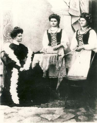 Glemžaitės Pranė, Paulė ir Steputė 1904m.