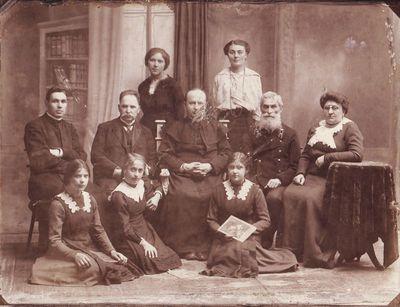 Vilniaus lietuvių dviklasės mokyklos mokytojų kolektyvas 1914 m.