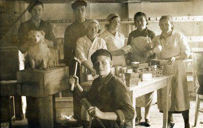 """Kretingos augalinių riebalų fabriko """"Plantage–Koks"""" darbininkai"""