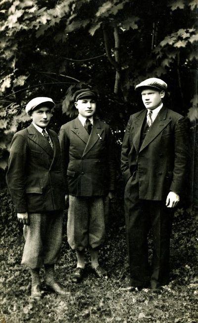 Salantų jaunuoliai Juozas Alksnys, Aleksas Mačiuitis ir Antanas Butkus