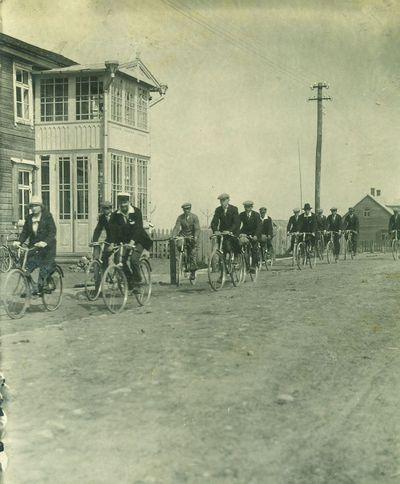Pirmieji dviratininkai