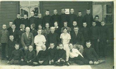 Mokytojai ir mokiniai pradžios mokykloje