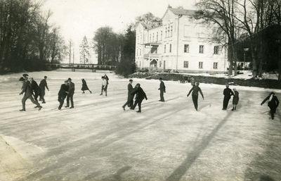 Žemės ūkio akademijos čiuožykla prie rektorato