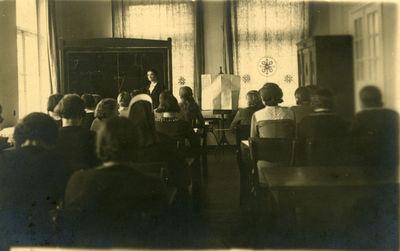 Lektorė Glemžaitė skaito paskaitą