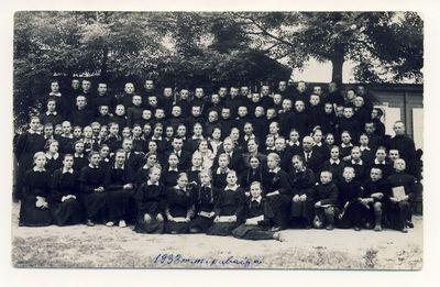 Anykščių progimnazijos mokytojai ir mokiniai