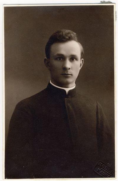Kunigas Jonas Vizgirda