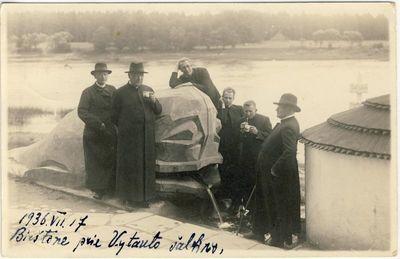 Kunigas Matas Šermukšnis su kunigais Birštone