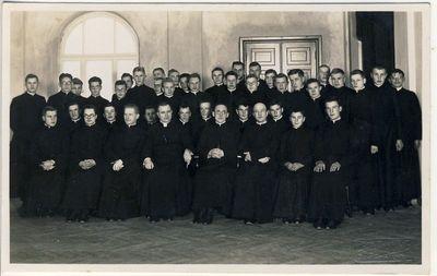 Kauno kunigų seminarijos klierikai su dėstytojais