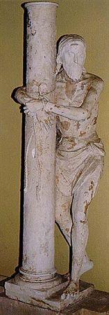 Escultura de vulto perfeito, em calcário, representando Cristo preso a uma coluna. Apresenta-se em pé, com a perna esquerda avançada e a direita levemente flectida e encostada à coluna, à qual se encontra atado por uma corda, de mãos cruzadas. Veste apenas o perisónio, tem cabelos longos e ondulados, apartados a meio, rosto afilado pela presença da barba, olhos amendoados e lábios semi-cerrados. A coluna é de fuste simples encimada por um capitel coríntio (omisso), assentando o conjunto em base ...