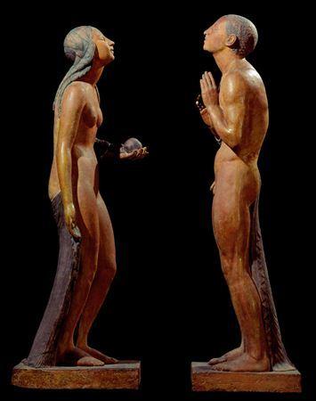 A versão original de 1929, exposta no Salon d' Automne de Paris, foi realizada para integrar o projecto decorativo de uma fonte do arquitecto Paul Andrieu, tendo sido adquirida nesse mesmo ano pelo Estado francês. Neste grupo constituído por duas estátuas, Adão e Eva estão frente a frente, momentos antes do pecado original narrado pela Bíblia, ela oferecendo-lhe o fruto proibido e ele elevando as mãos ao peito, num sinal devotivo, corpos de uma nudez primitiva, estilizada e sensual, ambos voltan...