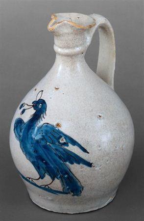 Bilha com base circular. Decorada com um pássaro azul na parte central do bojo. Pintada a azul e roxo.