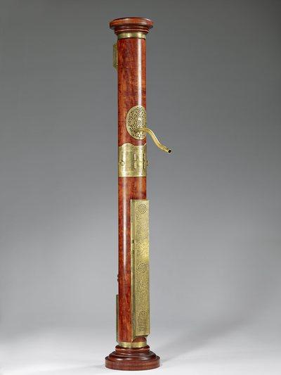 Fac-similé d'une flûte à bec basse dite flûte colonne basse de Hans Rauch von Schratt (E.127, Musée de la musique, Paris)