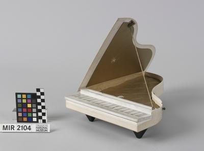 Spieldose in Form eines Konzertflügels