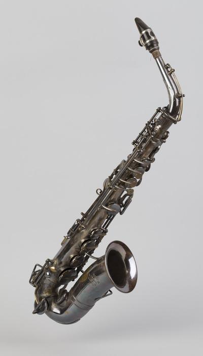 saxòfon (saxòfon contralt o saxòfon en Mi bemoll)