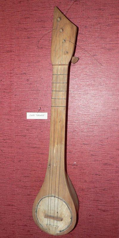 Guitare fantaisie dite Ukulele