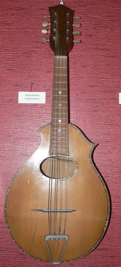 Mandoline à fond plat, type Gibson américain