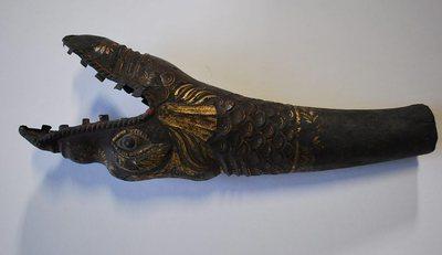 Serpent droit Basson Russe(fragment : pavillon)