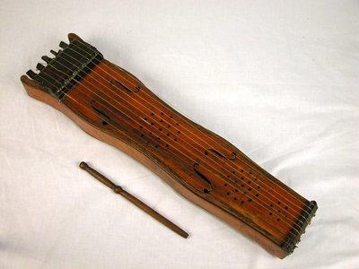 Tambourin à cordes Soinu tanburia (avec baguette et clef)