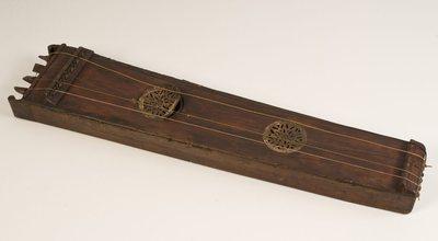 Tambourin à cordes Soinu tanburia (avec clef et baguette)