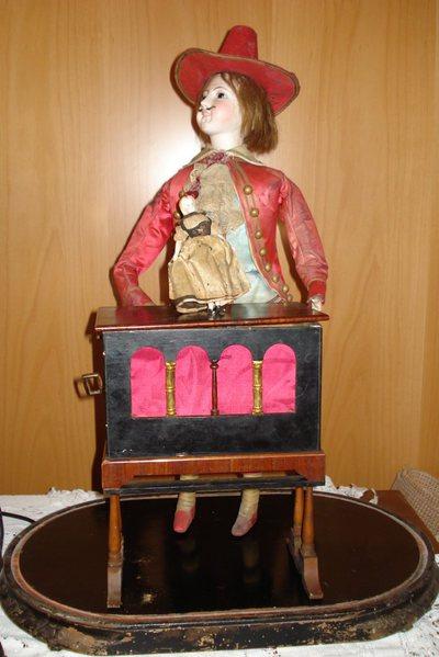 Joueur d'orgue de barbarie automate