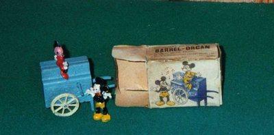 Mickey et Minnie avec piano mécanique