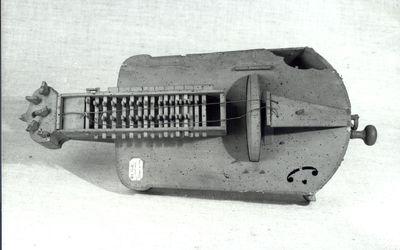 Vielle à roue trapézoïdale à fond plat
