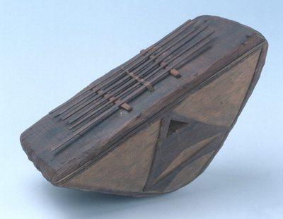 Lamellophone sur caisse (lames végétales) Tien n'gomé