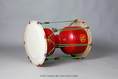 Tambour-sablier (caisse chinoise et peaux coréennes)