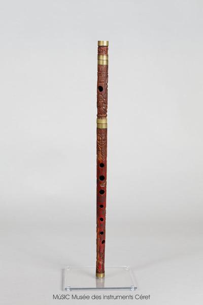 Flûte traversière, décor sculpté représentant un pendu