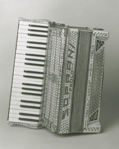 Piano-accordion