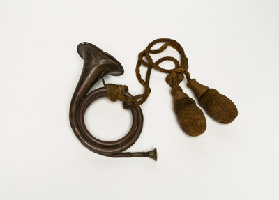 Circular bugle horn