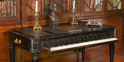 Bizet's composing table piano