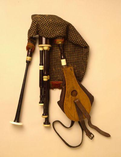Bagpipes (half-long pipes)