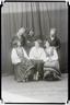 Muusikamuuseumi Ühingu I ringreisist osavõtjad. Istuvad: Johannes Rosenstrauch, Juuli Ott, Jakob Kiltström, Johannes Itnurm, seisavad: Ullo Toomi, Peeter Pugatsev. Kevad 1932. Foto Parikas.