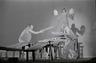 Foto (negatiivikogu). Epp Pillarpardi Punjaba potitehas. (Peet Vallak - Mati Unt). Vanemuine 1975.Niilas - Aarne Üksküla, Epp Pillarpart - Hilja Varem, Tiiskäpp - Ago Roo. Foto Gunnar Vaidla.