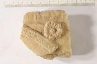 Frammento di cornice di stele funeraria
