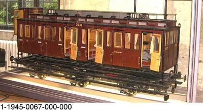 Dreiachsiger, elektrischer Triebwagen 3. Klasse Berlin 2030, Modell 1:5