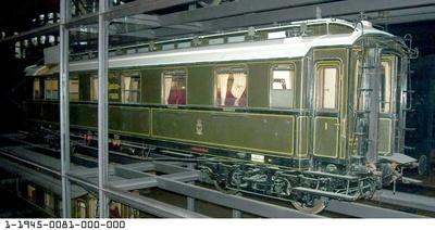 D-Zugwagen 1./2. Klasse mit Speiseraum Frankfurt 0243, vierachsig, Modell 1:5