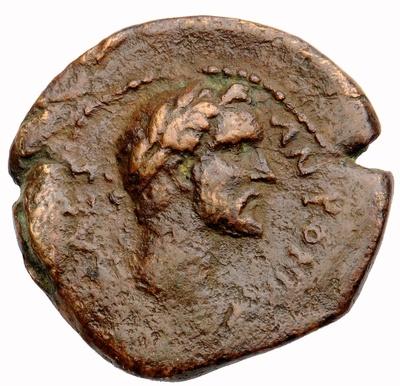 Bronzemünze: Kopf des Kaisers Antoninus Pius / Dreifuß